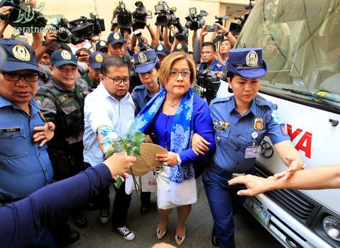 بازداشت لیلا دلیما سناتور فیلیپینی و از چهره های منتقد رییس جمهور این کشور به اتهام قاچاق مواد مخدر
