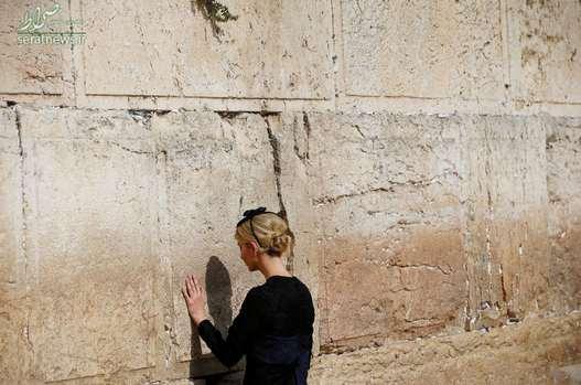 ایوانکا ترامپ دختر رییس جمهور آمریکا در حال دعا مقابل دیوار ندبه