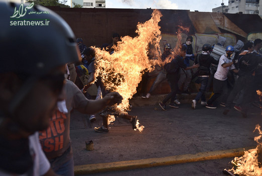معترضان مخالف دولت ونزوئلا یک شهروند ونزوئلایی را به اتهام سرقت زنده زنده آتش زدند
