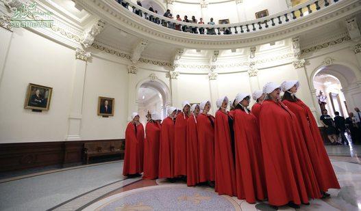 اعتراض گروهی از زنان به لایحه سقط جنین در کاپیتول ایالت تگزاس