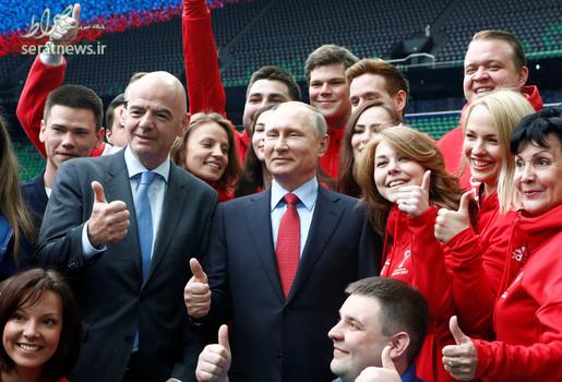 ولادیمیر پوتین رییس جمهور روسیه و جانی اینفانتینو رییس فیفا در مراسم افتتاح یک ورزشگاه در کراسنودار