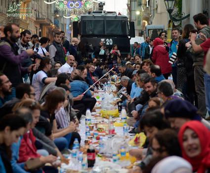 سفره افطار در خیابان های ترکیه