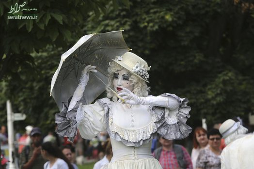 یک هنرمند در جشنواره بین امللی مجسمه زندگی - بخارست، رومانی